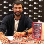 Engin akyurek y su libro portada