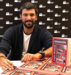 ¿Cómo es el primer libro de Engin Akyurek?